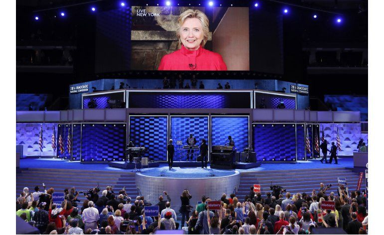 Demócratas entregan las riendas del partido a Clinton