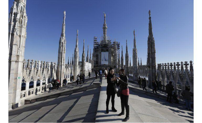 Turista se queda atrapado una noche en la Catedral de Milán