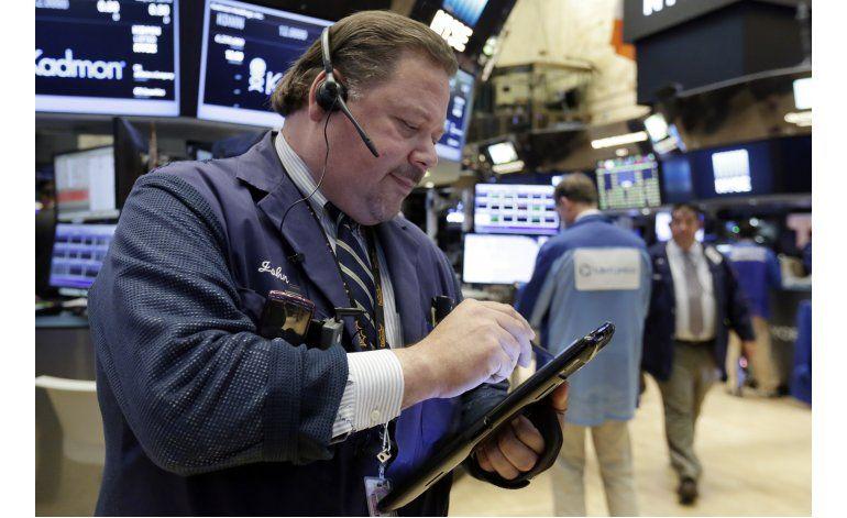 Ligera baja en Wall Street pese a ganancias de Apple