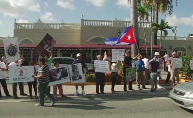 Opositores cubanos en Miami inician huelga de hambre en apoyo a Guillermo Fariñas