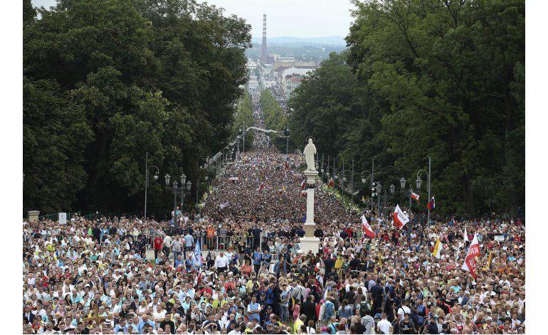 LO ULTIMO: Papa reza ante imagen de virgen negra en Polonia