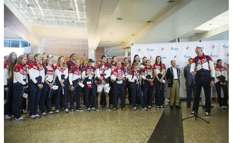 Delegación rusa mermada por veto por dopaje parte a Río 2016