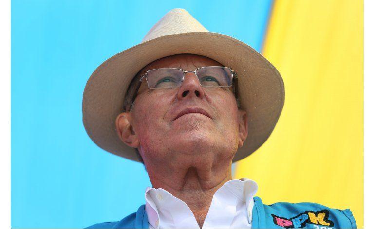 Kuczynski asume presidencia de Perú, promete un país moderno