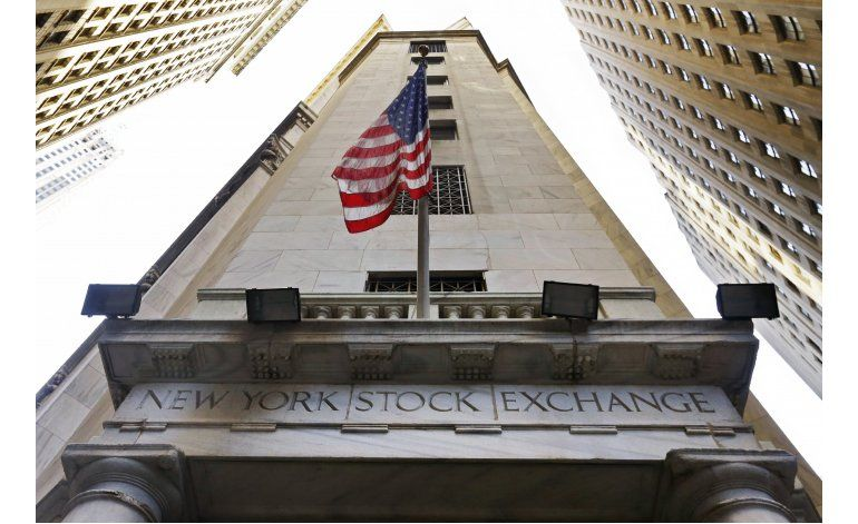 Wall Street cierra mixta tras reportes de utilidades