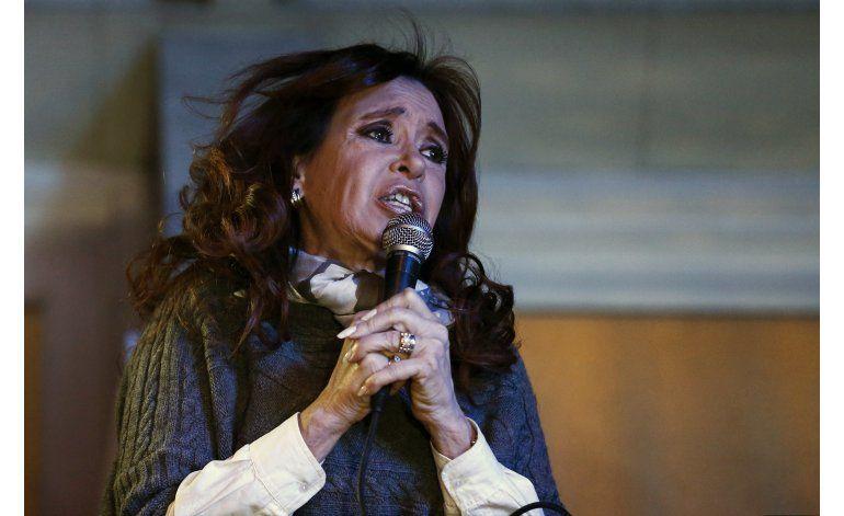Argentina: Fernández reaparece en homenaje a Chávez