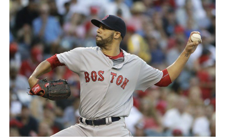 Angelinos anotan tras error de Ramírez, ganan 2-1 a Boston