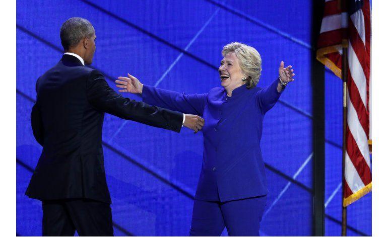 Clinton mira desde su convención a los republicanos reacios