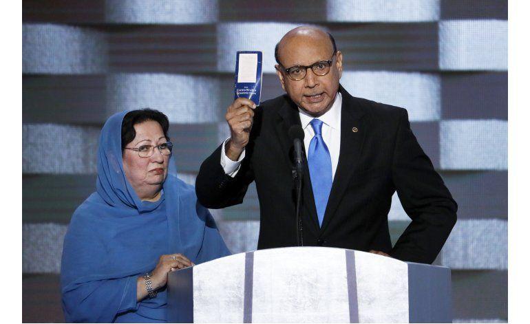 Padre de soldado musulmán estadounidense fustiga a Trump
