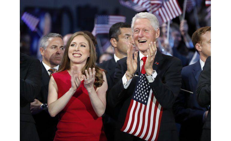 Bill Clinton asume rol como esposo de la candidata