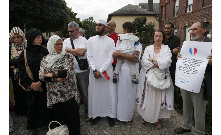 Francia: Musulmanes, cristianos oran juntos por la paz
