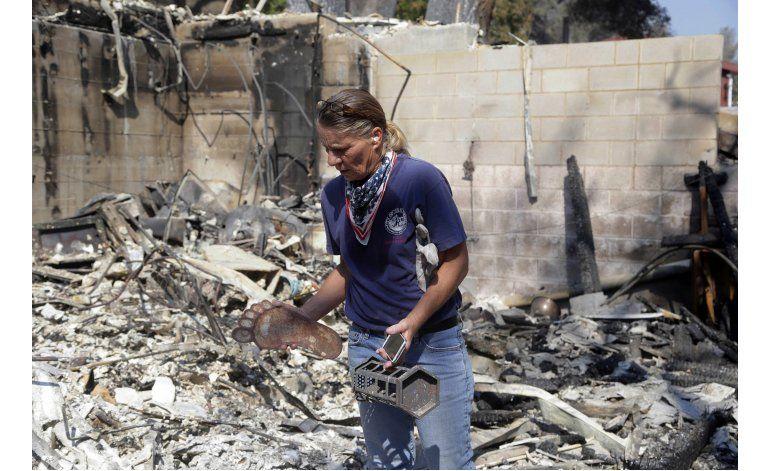 Incendio en costa de California cumple una semana ardiendo