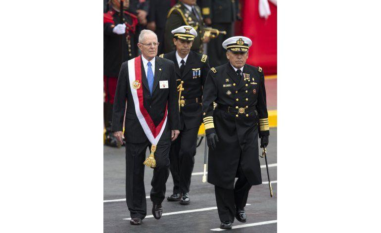 Perú: Kuczynski encabeza primer desfile durante su gestión