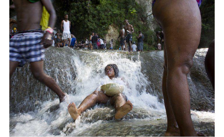 AP Fotos: Festival de vudú transforma pueblo haitiano