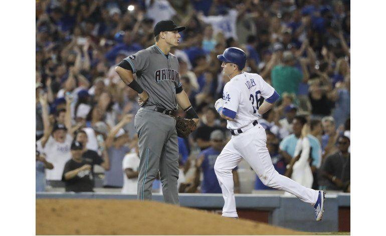 Dodgers ganan a Arizona tras una remontada de 5 carreras