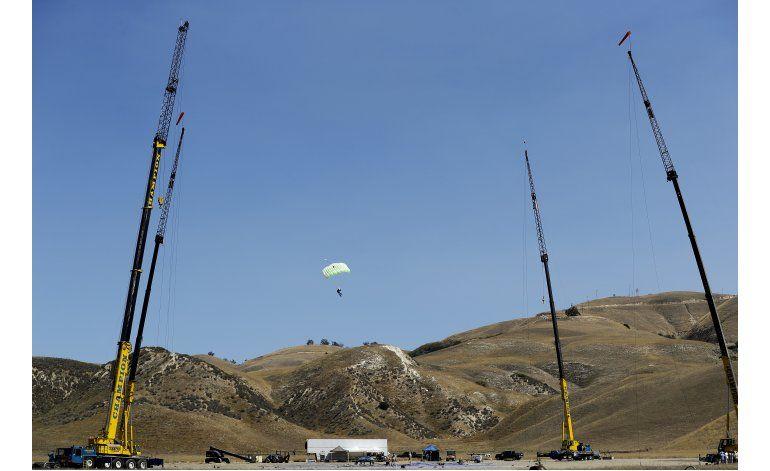 Aventurero se prepara para saltar sin paracaídas