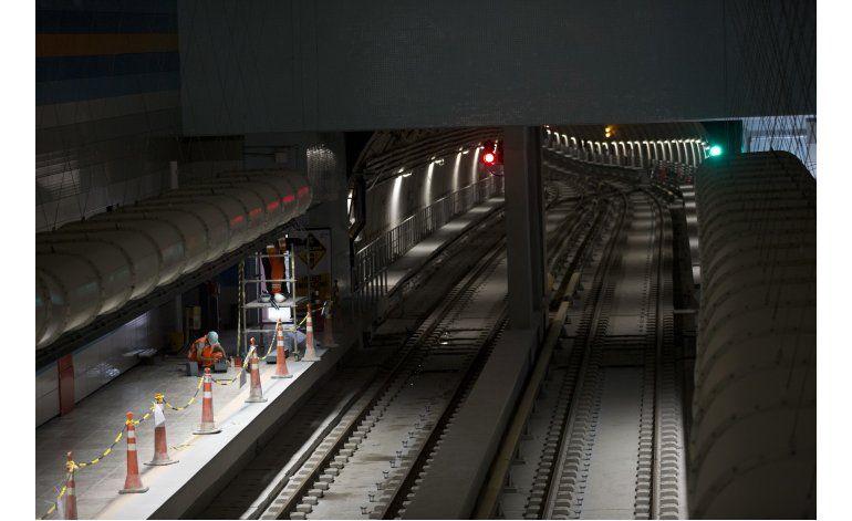Inauguran nueva línea del metro crucial para los Olímpicos