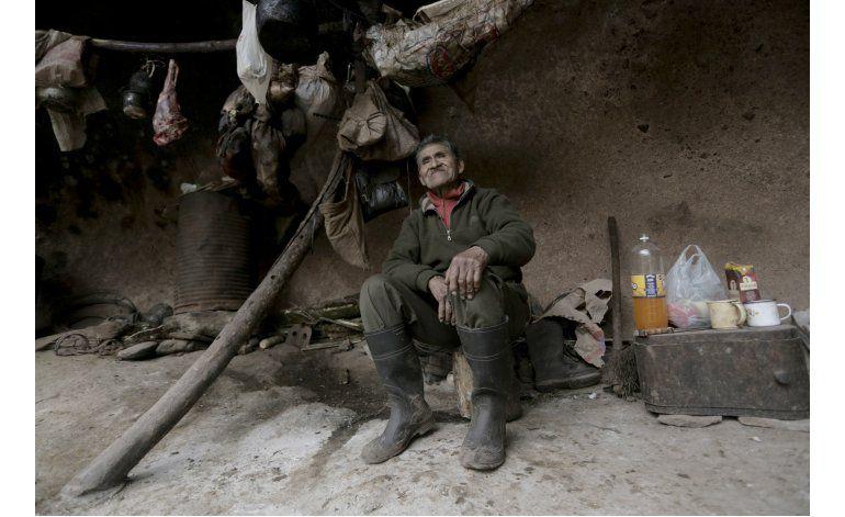 Un argentino vive desde hace 40 años en una cueva