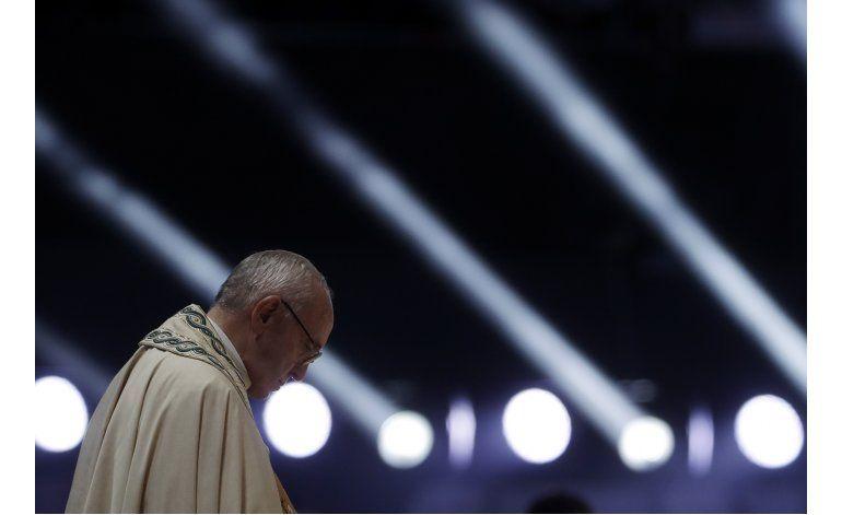El papa pide a los jóvenes creer en una nueva humanidad