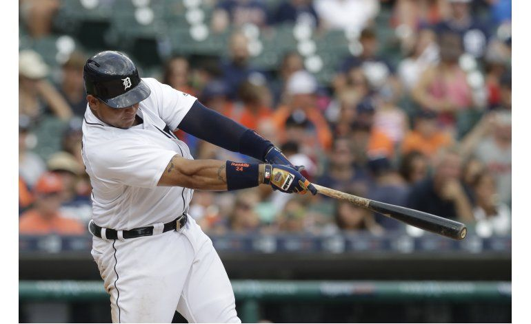 Cabrera pega 2 jonrones, Tigres barren a Astros
