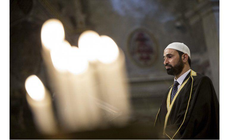 Musulmanes asisten a misa católica en Francia en solidaridad