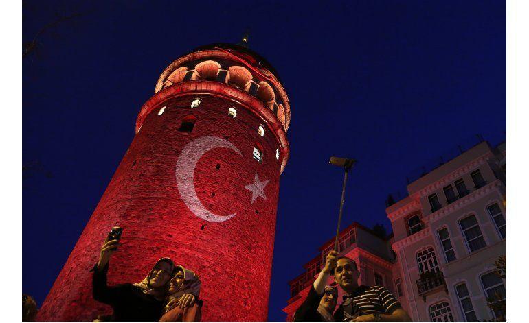 Presidente de Turquía reforma el ejército tras golpe fallido