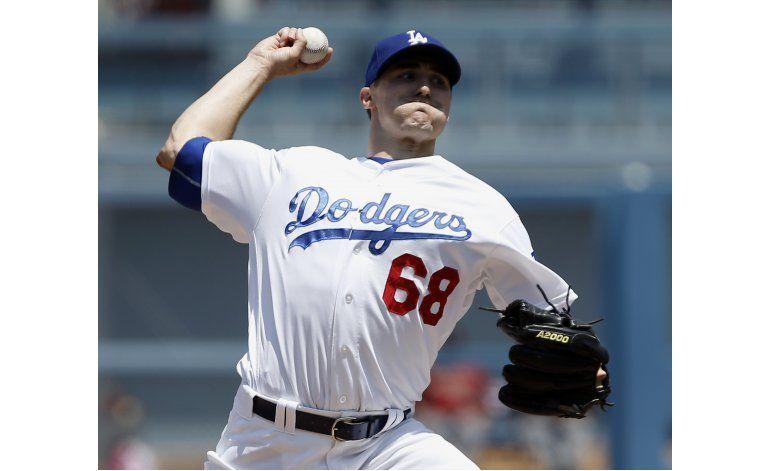 Grandal suena jonrón de 3 carreras, Dodgers apalean a DBacks