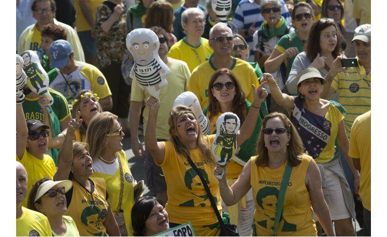 Brasil: Manifestaciones a favor y en contra de Rousseff