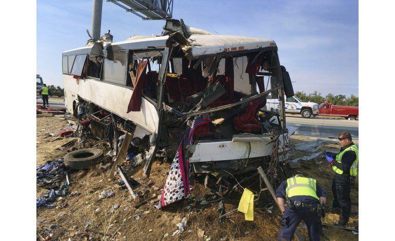 Accidente de autobús deja 5 muertos en California