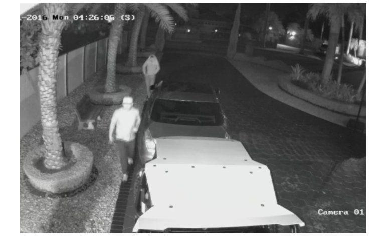 Buscan a dos hombres que robaron un vehículo playero Polaris de una casa en West Kendall