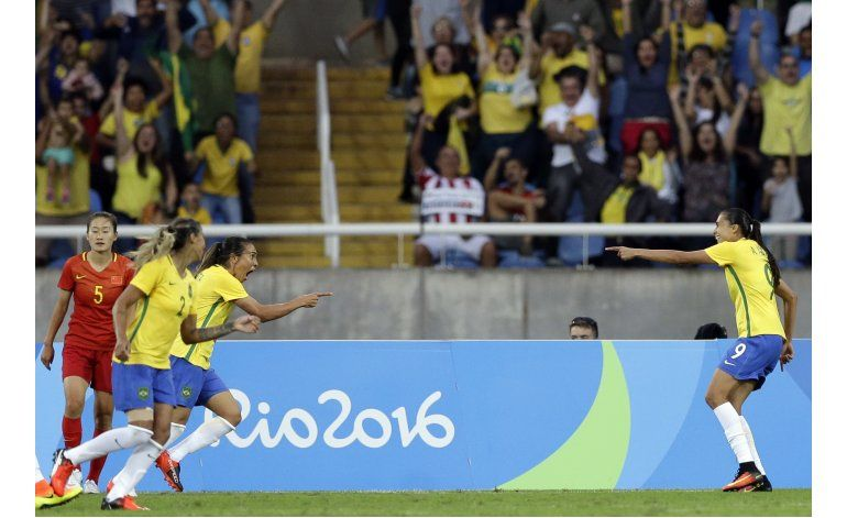 Brasil golea 3-0 a China en comienzo de fútbol femenino