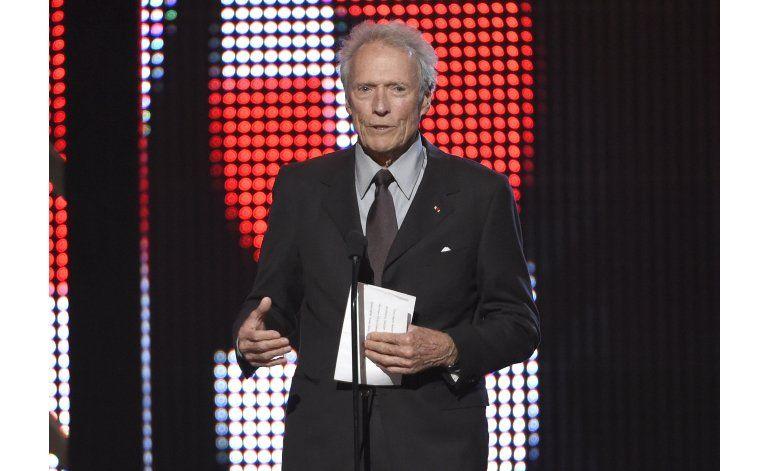 Clint Eastwood no respalda a Trump pero lo elogia