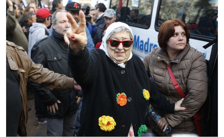 Juez ordena arresto de presidenta de Madres de Plaza de Mayo