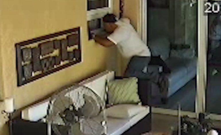 Autoridades buscan a un hombre que robó unos 4,000 dólares en efectivo y joyas de una casa en Hollywood