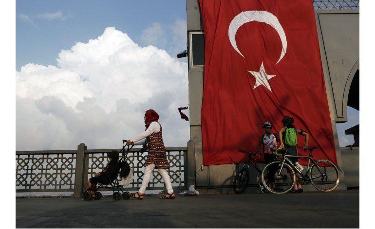 Partido gobernante turco purga a seguidores de Gulen