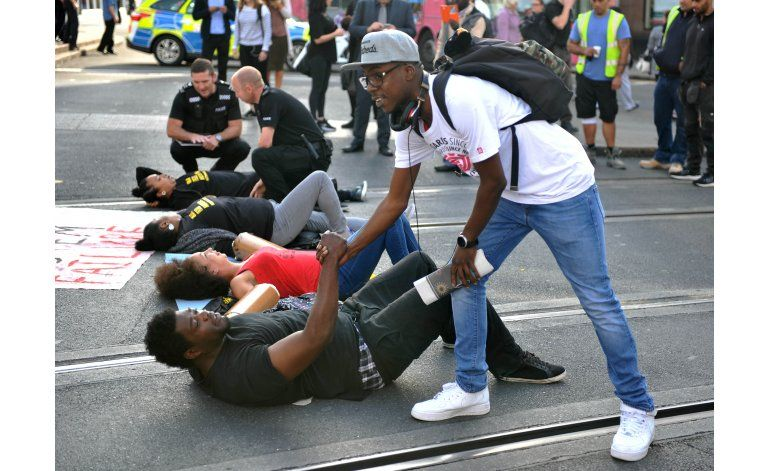 Movimiento negro bloquea ruta al aeropuerto Heathrow