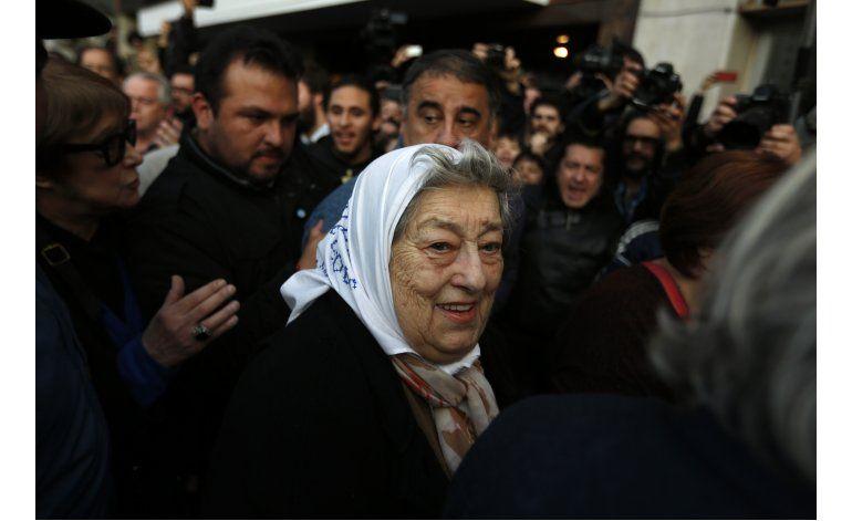 Juez anula orden de arresto de líder Madres de Plaza de Mayo