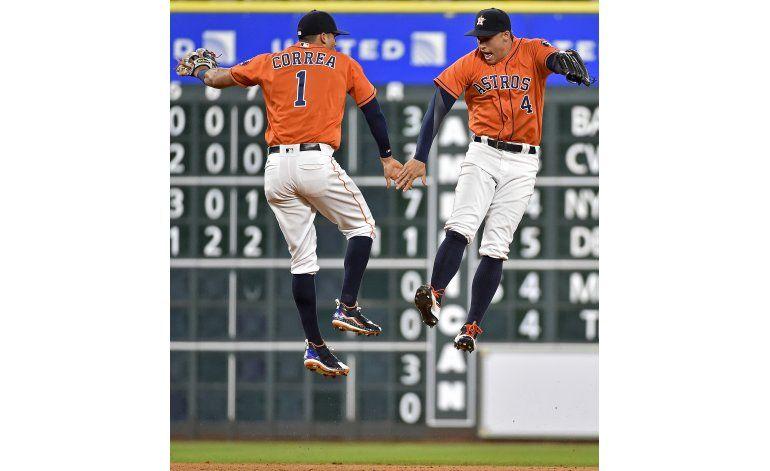 Keuchel lanza juego de tres imparables por los Astros