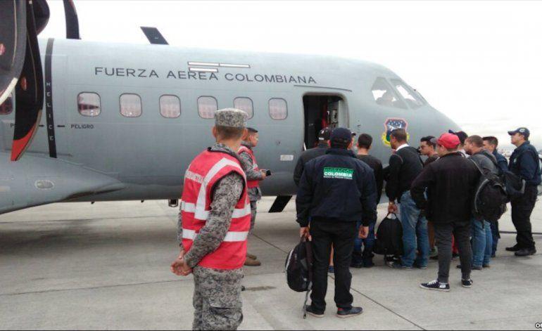 Catorce cubanos deportados a la isla en avión militar de Colombia