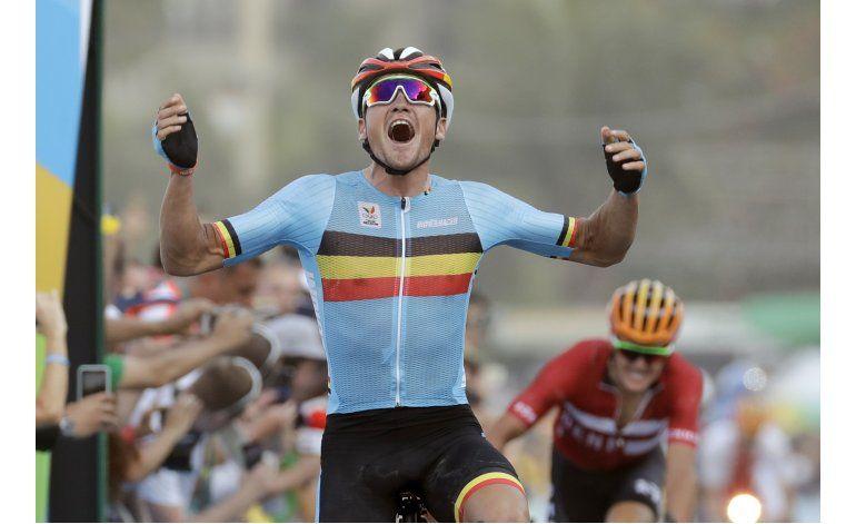 Belga van Avermaet gana accidentada prueba de ruta en Río