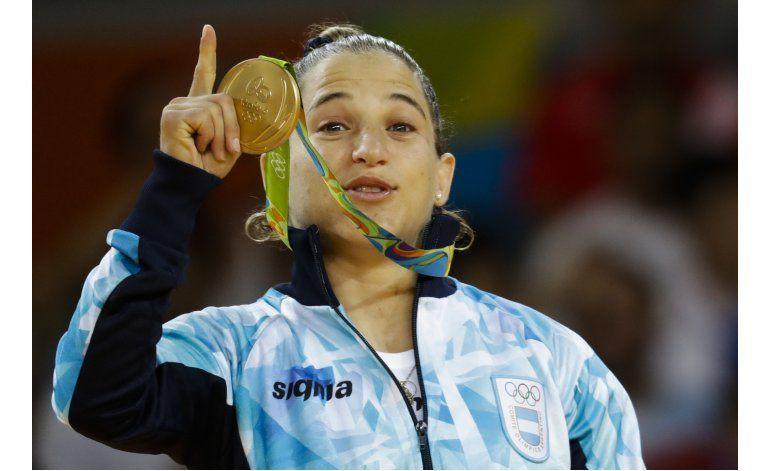 Récords en piscina, oro de Argentina y debut del básquetbol