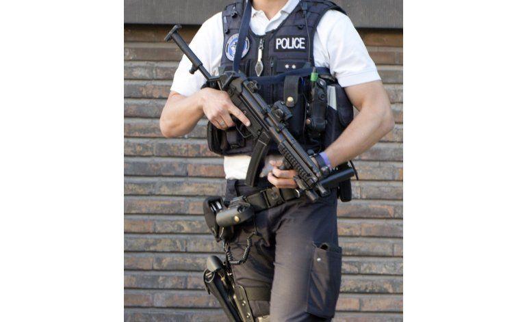 Bélgica investiga ataque a policías con machete