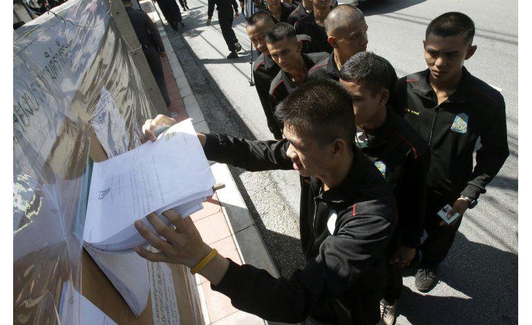 Tailandia avala Constitución que podría diluir la democracia