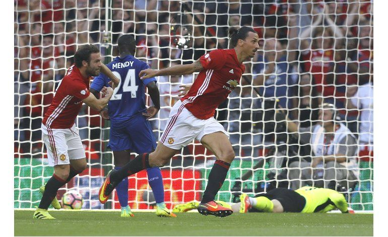 Ibra anota y United gana 2-1 a Leicester en Community Shield