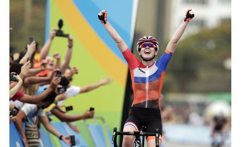 Holandesa van der Breggen se lleva oro en ciclismo de ruta