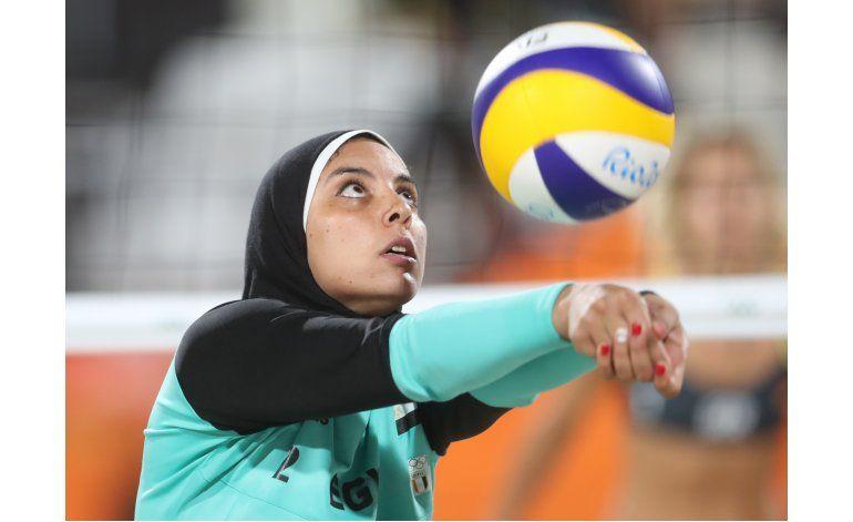 Voleibolista de playa: velo no evitará que juegue