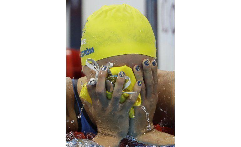 Sarah Sjostrom gana los 100 mariposa con récord mundial