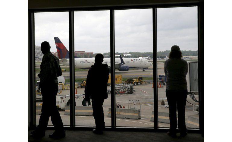 Delta reanuda parte de su servicio; muchos pasajeros varados