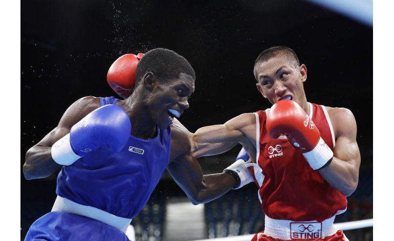 El Tremendo Martínez gana y acaricia podio en boxeo
