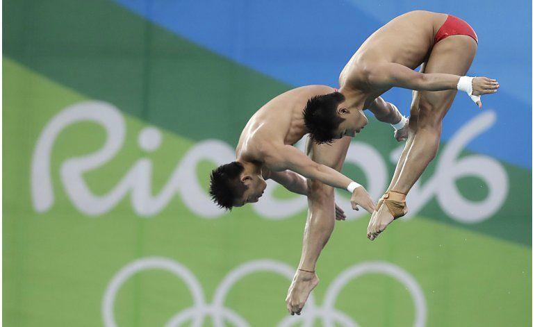 China conquista oro en la plataforma sincronizada de hombres