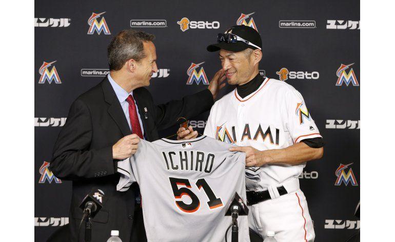 Ichiro dona objetos de su hit 3.000 al Salón de la Fama